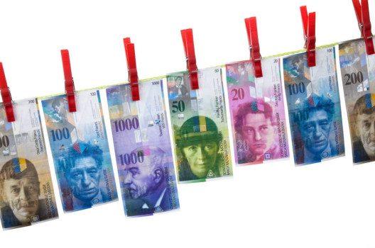 Die Anonymität bei Inhaberaktien ist für die Geldwäschereibekämpfung ein Problem. (Bild: © Lisa S. -  shutterstock.com)