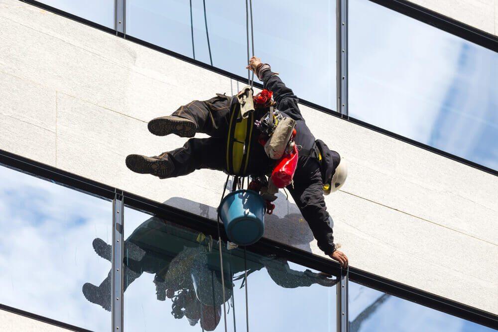 Industrieklettern - ein Beruf mit kalkuliertem Risiko. (Bild: Don Pablo / Shutterstock.com)
