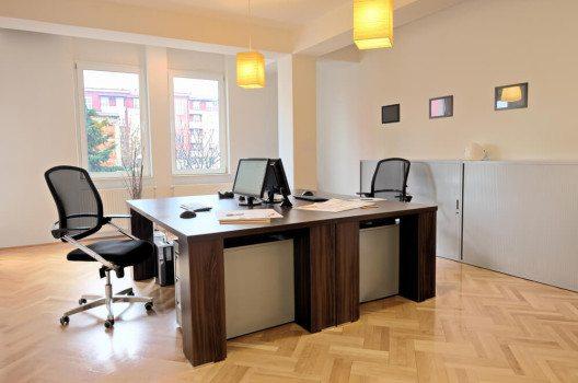 Helle, freundliche Büroräume machen entspanntes, motiviertes Arbeiten möglich. (Bild: © Ljupco Smokovski - shutterstock.com)