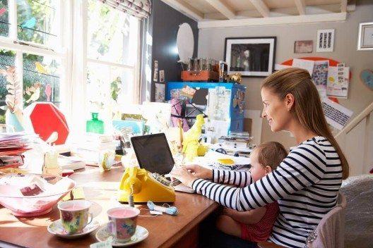 Multitasking ist nicht produktiv, denn das menschliche Gehirn kann nicht mehrere komplexe Tätigkeiten gleichzeitig ausführen. (Bild: © Monkey Business - fotolia.com)