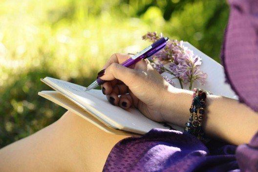 Eine Woche lang werden vom Aufstehen bis zum Schlafengehen alle Aktivitäten schriftlich festgehalten, mit ihren Zeitbedarfen. (Bild: © vinogradov_il - fotolia.com)