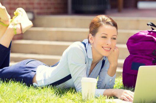 Ein emotionaler Blickwinkel macht die Werbung wirkungsvoller. (Bild: PathDoc – shutterstock.com)