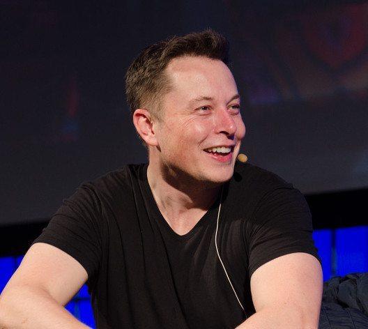 feature post image for Elon Musk: der Mann, der die Autoindustrie auf den Kopf stellen will (+Video)