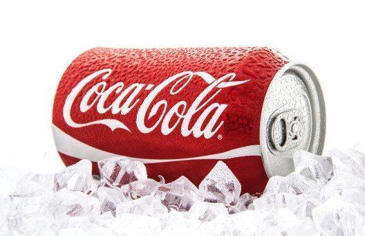 Es ist kein Zufall, dass etwa Coca Cola ein markantes Rot im Logo trägt (Bild: © Jon Le-Bon - shutterstock.com)
