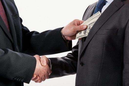 Schweizer Unternehmen müssen damit rechnen, dass sie durch Korruption auch in den USA in rechtliche Schwierigkeiten geraten können. (Bild: © Maryna Pleshkun - shutterstock.com)