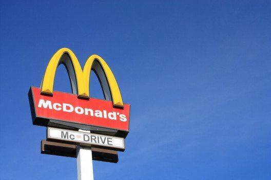 Mc Donald's sein Logo und seine Firmierung im Laufe seiner Geschichte mehrmals verändert. (Bild: © Tomasz Bidermann - shutterstock.com)