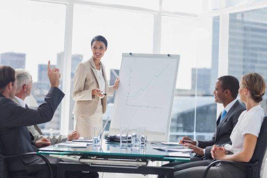 Oft haben die eigenen Mitarbeiter gute Ideen. (Bild: © wavebreakmedia - shutterstock.com)
