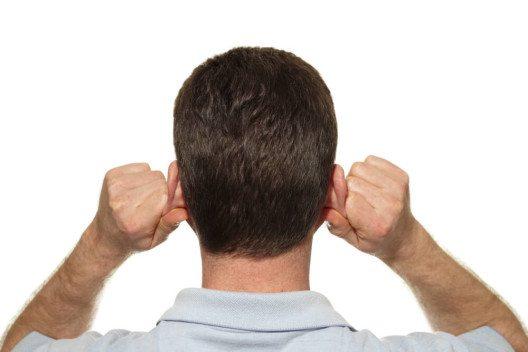 Der auditive Lerntyp redet lieber über Sachverhalte und versteht die Lerninhalte dann besser. (Bild: © Serenethos - shutterstock.com)