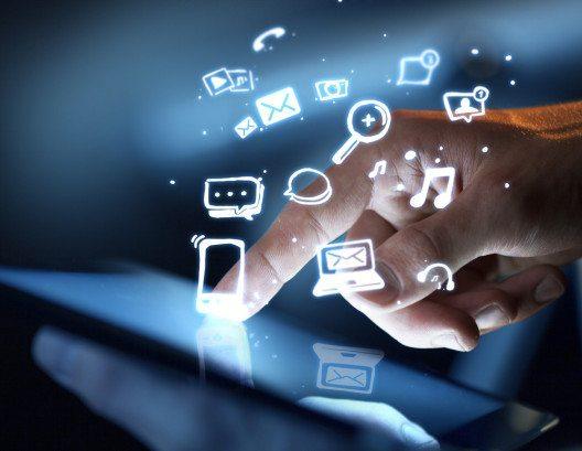 Eine probate und kostengünstige Möglichkeit ist das Marketing in sozialen Netzwerken. (Bild: © Peshkova - shutterstock.com)