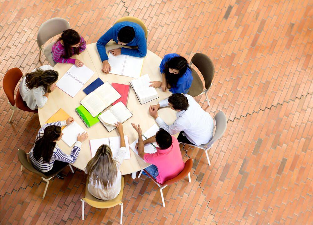 Der kommunikationsorientierte Lerntyp lernt am besten im Team. (Bild: © Andresr - shutterstock.com)
