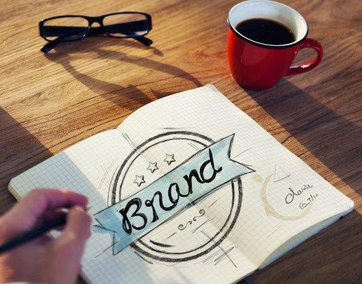Beauftragen Sie für ein eigenes Corporate Design einen erfahrenen professionellen Designer. (Bild: © Rawpixel - shutterstock.com)