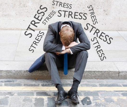 Schweizer Beschäftigte leiden unter Stress. (Bild: Lasse Kristensen / Shutterstock.com)