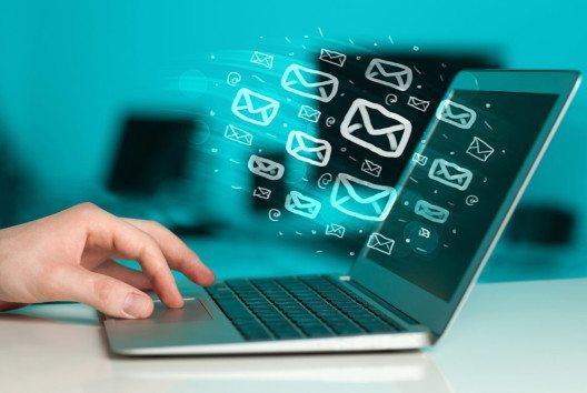Es ist ein schwerer Fehler, komplett auf E-Mail Marketing zu verzichten. (Bild: ra2studio – shutterstock.com)