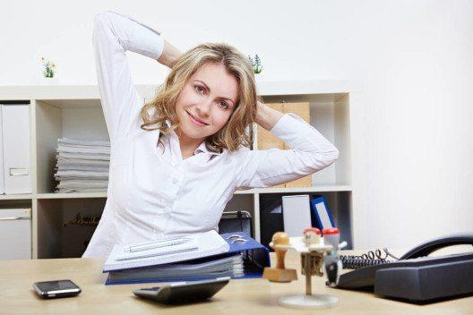 Wer arbeitet nicht gerne in einem modernen Unternehmen, das seinen Mitarbeitern etwas bietet. (Bild: © Robert Kneschke - shutterstock.com)