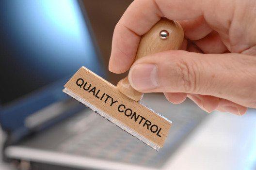 Beim Outsourcing-Anbieter müssen die gleichen hohen Qualitätsstandards eingehalten werden. (Bild: © filmfoto - shutterstock.com)