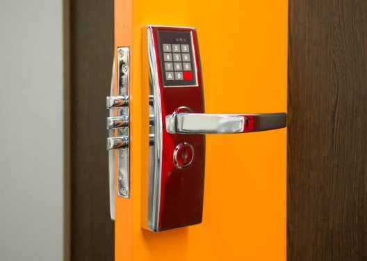 Objektschutz, Ladenüberwachung und mehr: Dera Security. (Bild: © alterfalter - shutterstock.com)