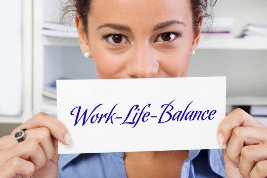 Sorgen Sie für eine gesunde Work-Life-Balance durch günstige Arbeitszeiten. (Bild: © Jeanette Dietl - shutterstock.com)