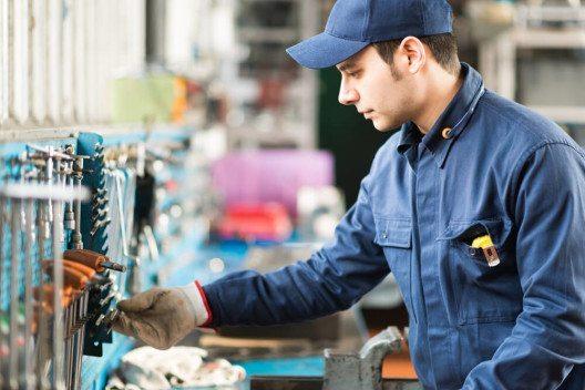 Handwerkerleistungen online anbieten: Das ist ein wachsender Markt. (Bild: © Minerva Studio - shutterstock.com)
