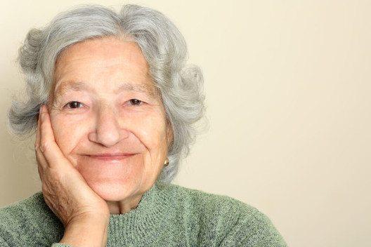 Ältere Menschen haben viel Lebenserfahrung. (Bild: © LeventeGyori - shutterstock.com)