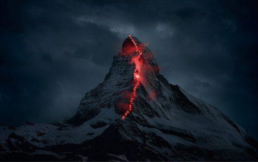 """Mit """"Matterhorn Key Visual"""" sicherte sich die Mammut Sports Group AG den Titel zum PR-Bild des Jahres 2015 für die Schweiz und ist Sieger in der Kategorie Unternehmenskommunikation. (Bild: © obs/news aktuell (Schweiz) AG/Robert Bösch)"""