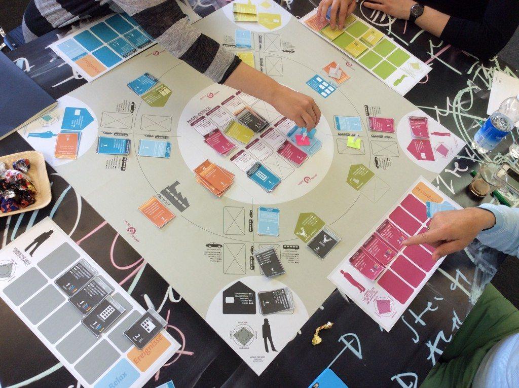 """Ziel des Simulationsbrettspiels """"Work a Round"""" ist es, dass sich die Mitarbeitenden spielerisch mit dem Thema mobil-flexible Arbeit befassen. (Bild: © CCTP/Hochschule Luzern)"""