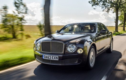 Besonders deutlich steigt dieses Jahr die Nachfrage nach luxuriösen Autos. (Bild: © Yauhen_D - shutterstock.com)