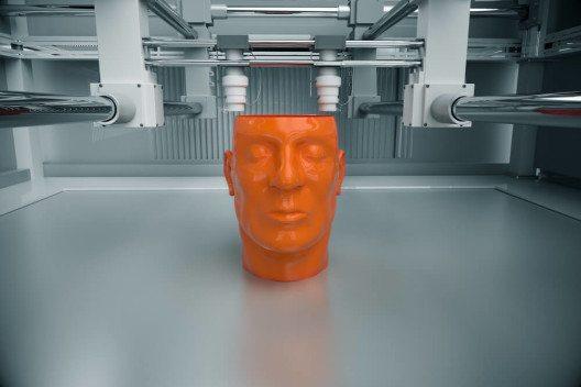 3D-Drucker druckt Kopf eines Menschen. (Bild: © Dabarti CGI – Shutterstock.com)