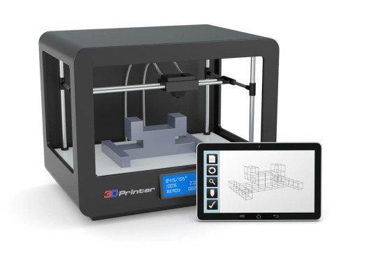 3D- Drucker mit Tablett-PC. (Bild: © lucadp – Shutterstock.com)