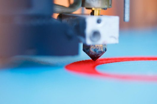 3D-Drucker in Aktion (Bild: © nikkytok – Shutterstock.com)