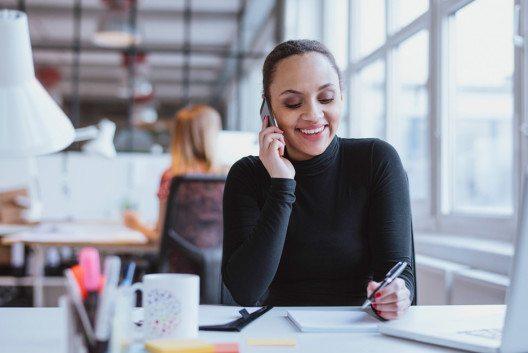 Ein probates Mittel der Kundenpflege sind sogenannte Kuschelcalls. (Bild: Jacob Lund – Shutterstock.com)