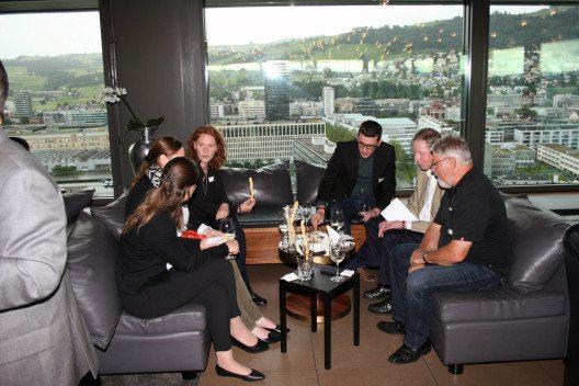 Das Networking am Forum MarComSuisse war auch bei diesem Event sehr angeregt. Der Apero riche und die Aussichten gehörten ebenfalls zu den positiven Erlebnissen. (Bild: MarComSuisse)