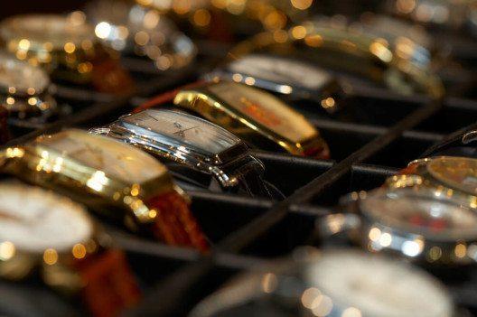 Gern getragen: Armbanduhren als Männerschmuck (Bild: © Shevelev-Vladimir – Shutterstock.com)