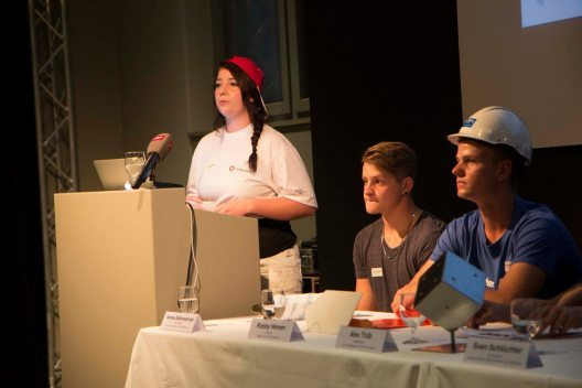 Das Mediengespräch von 6 Lernenden aus 6 Baubranchen (Bild: bausinn.ch)
