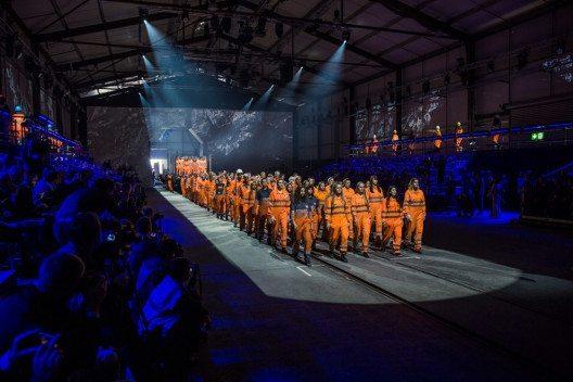 künstlerisches Spektakel bei der Eöffnungsfeier (Bild: SBB AG)