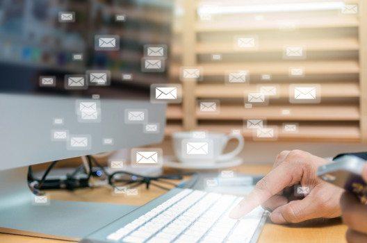 Täglich werden über 200 Milliarden Mails weltweit versendet. (Bild: TZIDO SUN – Shutterstock.com)