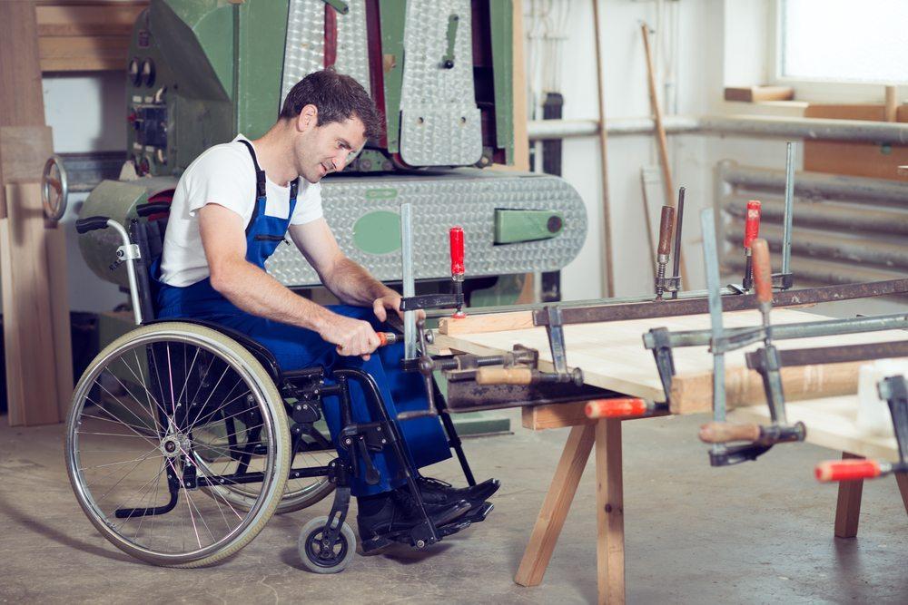 """Durch das neue Angebot """"Lehre + Handicap"""" müssen Jugendliche ihr Handicap nicht länger verstecken oder verschweigen. (Bild: © Firma V - shutterstock.com)"""