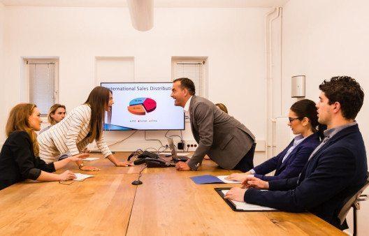 Debatten im Finanzausschuss (Bild: © Frank Gaertner – Shutterstock.com)