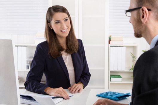 Persönliche Beratung ist teuer. (Bild: © Jeanette Dietl - shutterstock.com)