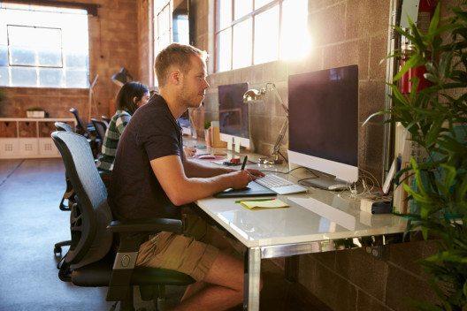 Gründer kommen schnell an einen Punkt, an dem sie ihre IT weiterentwickeln müssen. (Bild: Monkey Business Images – Shutterstock.com)