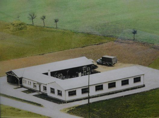 1954: Erste Baulichkeit in der Höhefeldstraße 56-60