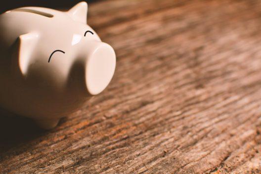 Geld sparen - aber richtig (Bild: Alohaflaminggo - shutterstock.com)