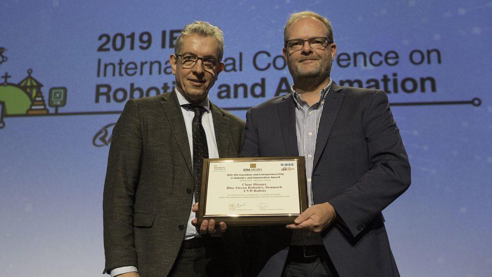 Wolfram Burgard, President IEEE RAS und Claus Risager, CEO Blue Ocean Robotics (Bild: © IEEE RAS)