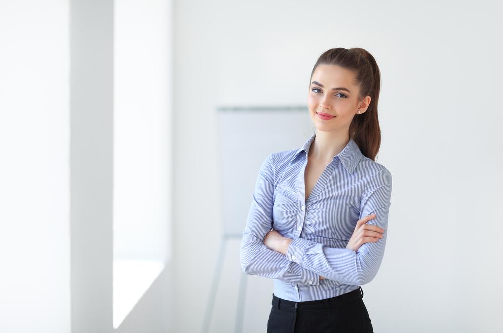 Perfektes Business-Outfit für Frauen (Bild: Viktor Gladkov - shutterstock.com)