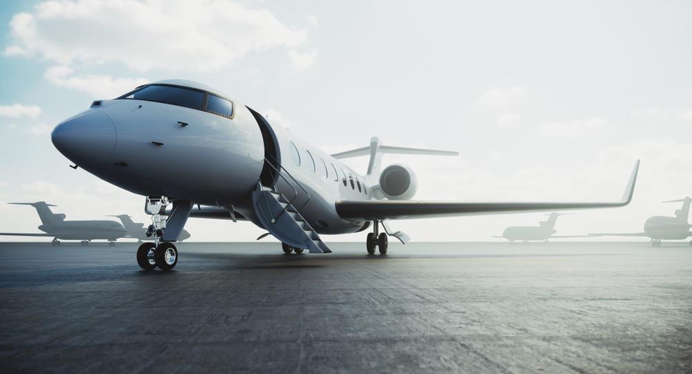 Business-Reisen im Privatjet unternehmen (Bild: SFIO CRACHO - shutterstock.com)