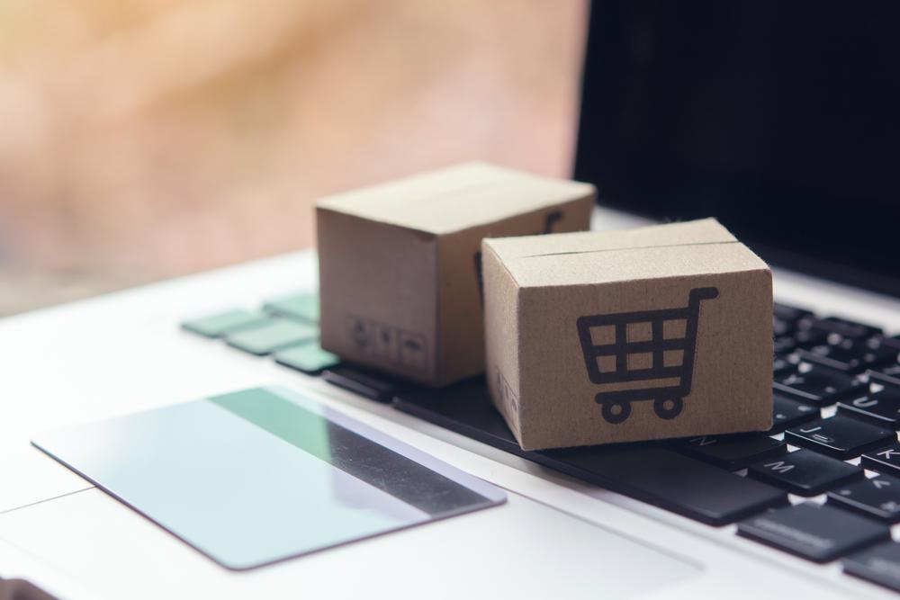 Luxusartikel im Web kaufen (Bild: Natee Photo - shutterstock.com)